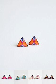 Goujons petit triangle boucles d'oreilles par Kadrizinha sur Etsy