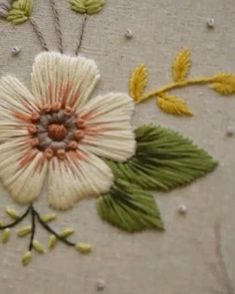 Hand Embroidery Patterns Flowers, Basic Embroidery Stitches, Hand Embroidery Videos, Embroidery Stitches Tutorial, Creative Embroidery, Simple Embroidery, Hand Embroidery Designs, Crewel Embroidery, Cross Stitches