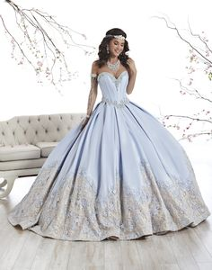 The Quinceanera Collection offers elegant quinceanera dresses, 15 dresses, and vestidos de quinceanera! These pretty quince dresses are perfect for your party! Xv Dresses, Quince Dresses, Fashion Dresses, Formal Dresses, Wedding Dresses, Prom Dresses, Robes Quinceanera, Pretty Quinceanera Dresses, Quinceanera Ideas
