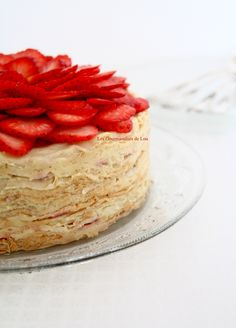 Gâteau de crêpes aux fraises Cheesecake, Desserts, Food, Strawberry Pancakes, Sweet Treats, Morning Breakfast, Sweet Recipes, Kitchens, Tailgate Desserts