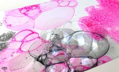 There are many abstract painting techniques that can create amazing cells effects or patterns, but do you know painting with soap bubbles? Very easy and so fun, Abstract Painting Techniques, Bubble Painting, One Stroke, Bristol Board, Soap Bubbles, Palette Knife, Watercolor Paper, Diy And Crafts, Les Oeuvres