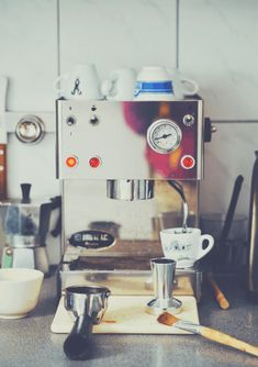 The Beginner's Guide To Espresso | The Coffee Folk Cargo Container Homes, Shipping Container Home Designs, Building A Container Home, Container House Design, Container Office, Coffee Time, Coffee Cups, Coffee Art, Hot Coffee