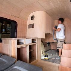 Trend You Need To Know Vanlife Interiors. Just because it is a Vanlife Interiors, doesn't indicate you can't have the decor you desire. Once you have decided on your van you will have to transform it into a campervan. T4 Camper Interior Ideas, Van Interior, Motorhome, Trailers, Van Dwelling, Combi Vw, Vw Crafter, Camper Conversion, Sprinter Conversion