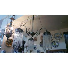 Μπρούτζινο χειροποίητο 3φωτο φωτιστικό, με κρύσταλλα, ανατολίτικου τύπου, μήκους ενός μέτρο. Έτοιμο να εντυπωσιάσει με την παρουσία του. Chandelier, Ceiling Lights, Lighting, Vintage, Home Decor, Candelabra, Decoration Home, Light Fixtures, Room Decor