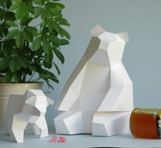 Little white Bear Family. Looking for some Honey. Made from Paper by Paperwolf. 3d Paper Crafts, Paper Art, Diy Crafts, Origami, Geometric Artwork, Low Poly Models, Paper Folding, Paper Models, Little White