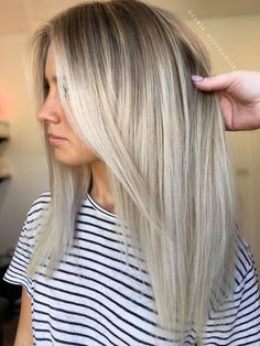 Here's Every Last Bit of Balayage Blonde Hair Color Inspiration You Need. balayage is a freehand painting technique, usually focusing on the top layer of hair, resulting in a more natural and dimensional approach to highlighting. Balayage Blond, Balayage Hairstyle, Babylights Blonde, Bayalage, Hair Color And Cut, Hair Colour, Hair 2018, Hair Looks, Hair Lengths