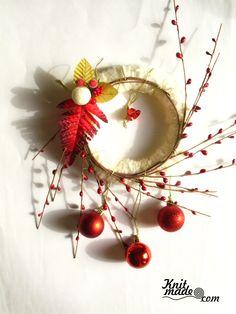 My florist work - New Year's wreath from yarn and decor  #knitmade #knitmadeflowers #knitmadenews #wreath #newyear #christmas