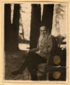 L.N. Tolstoi, in Iasnaia Poliana, May 1908.