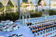 Allestimento tavolo per uno spettacolare buffet di dolci!