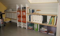 Boîtes de rangement, étagères à CD ou DVD, l'espace est entièrement comblé !