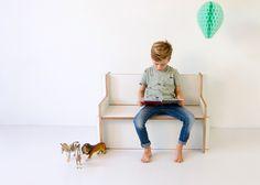 Even tot rust komen, een boekje lezen of samen met een vriendje of vriendinnetje naar de tv kijken. Het bankje komt overal in huis van pas.
