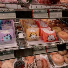Aesthetic Korea, Aesthetic Food, Ideas Decorar Habitacion, Asian Snacks, Japanese Snacks, Cute Desserts, Kpop Merch, Line Friends, Cafe Food