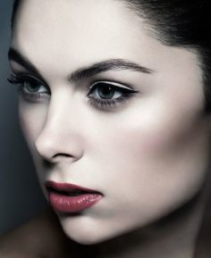 Bringing Natural beauty to the Fore – Transforming Through Make-Up - http://www.linacameron.com