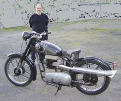 EMC 350 Mark I With Bill Crosby, founder of the London Motorcycle Museum
