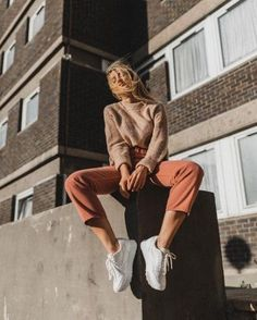 idées inspiration tenues automne-hiver Be Bad… inspiration ideas fall-winter outfits Be Badass II Fashion & Lifestyle Mode Instagram, Instagram Pose, Instagram Ideas, Fashion Photography Poses, Fashion Poses, Ootd Fashion, Portrait Photography, Blogger Poses Photography, Lifestyle Fashion