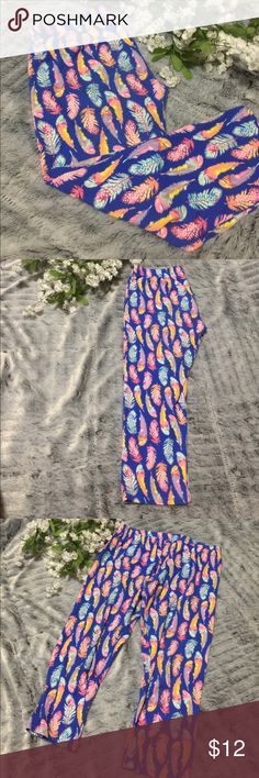 NoBo yoga Capri Pants Super cute Capri yoga pants. Used once, in great condition. Waistline approximately 30 inches, inseam approximately 20 inches. Size 11-13 No Boundaries Pants Track Pants & Joggers