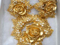Elizabeth-Taylor-Brooch-And-Earrings-Vintage-1994-Set-Gold-Passion-Flower-Avon