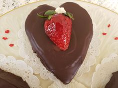 Lover's Chocolate Heart Cake Italian Table, Chocolate Hearts, Italian Recipes, Cooking Recipes, Baking, Cake, Desserts, Food, Tailgate Desserts