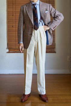 "bespokewrinkles: "" Steed continuous waistband trousers in cream flannel "" Mature Mens Fashion, Suit Fashion, Gentleman Mode, Gentleman Style, Dapper Gentleman, Americana Vintage, Men Trousers, Pleated Pants, Sharp Dressed Man"