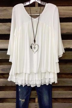 A gorgeous multi layer ruffle tunic with 3/4 sleeves. - 68% Rayon - 32% Polyester - True to Size - Hand Wash - Cold Wash - Lined Size Fits: XL- 12-14; 1X- 16-18; 2X 20-22