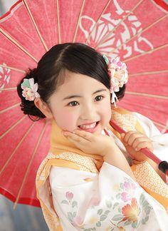 七五三 写真 Kimono Japan, Japanese Kimono, Japanese Girl, Wing Chun Martial Arts, Geisha Japan, Cute Kids Photography, Japanese Costume, Cute Eyes, Japanese Outfits