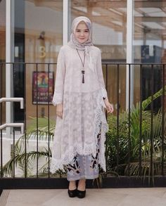 Batik Fashion, Abaya Fashion, Muslim Fashion, Fashion Outfits, Women's Fashion, Kebaya Modern Hijab, Kebaya Hijab, Model Kebaya Brokat Modern, Dress Brokat Muslim