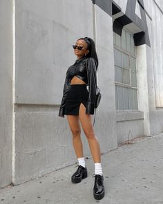 Casual Outfits, Cute Outfits, Fashion Outfits, Womens Fashion, Edgy Chic, Foto Instagram, Poses, Aesthetic Clothes, Dress To Impress