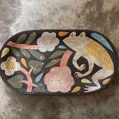 Pottery Plates, Ceramic Pottery, Pottery Art, Ceramic Pots, Ceramic Decor, Kagoshima, Sweet Night, Paper Drawing, Sgraffito