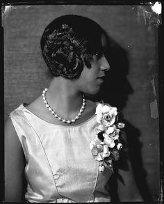 Debutante Margurete Willard, 1920 - Addison Scurlock, photographer.  #blackbeauty