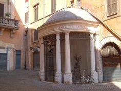 Fontana di Piazza delle Cinque Scole in Roma, Lazio