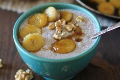 Bananas Foster Chia Seed Pudding - a healthy dessert made cane sugar free! Banana Foster, Good Healthy Recipes, Healthy Desserts, Healthy Food, Vegetarian Desserts, Healthy Breakfasts, Vegan Sweets, Vegan Food, Healthy Life