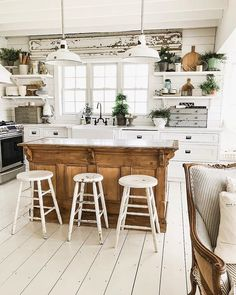 kitchen decor ideas Amazing Modern Farmhouse Kitchen Design A farmhouse-style sink is a wonderful alternative for homeowners to install in their houses. A kitchen is still a middle Farmhouse Kitchen Tables, Country Farmhouse Decor, Modern Farmhouse Kitchens, Country Kitchen, Home Kitchens, Kitchen Dining, Kitchen Shelves, Farmhouse Design, Elegant Kitchens