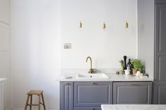 Grey Kitchen with gold details Minimalist Room, Kitchen Stories, Well Thought Out, Beautiful Space, Scandinavian Design, Double Vanity, Interior Decorating, House Design, Anna