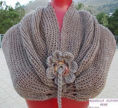 Scaldacollo Scaldacollo in morbidissima maglia, arricciabile e trasformabile in coprispalle. Articoli in vario colore, ma sempre artigianali e quindi non uguali