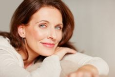 Menopause can cause changes in your appearance that could affect your self-esteem. Try these expert tips to brighten up your look while managing menopause. Health Guru, Health Trends, Womens Health Magazine, Rides Front, Pregnancy Health, Healthy Women, Healthy Skin, Stylish Hair, Latest Hairstyles
