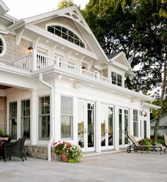 Traditional Exterior Design Ideas, Pictures, Remodel and Decor Style At Home, Orangerie Extension, Future House, My House, Farm House, Enclosed Porches, Traditional Exterior, Traditional Decor, House Goals