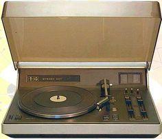 Een Philips 22GF907 platenspeler met ingebouwde stereoversterker uit 1975. http://www.grammofoon.com/frameset.htm?http://www.grammofoon.com/Philips/Philips_22GF907.htm&ContentFrame