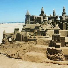 #sandcastle #valencia #beach #playa #vacation #españa #spain Valencia Beach, See You Around, The Other Side, Mount Rushmore, Barcelona, Spain, Vacation, Mountains, World
