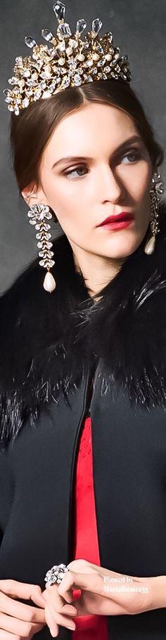 Dolce and Gabbana Fall-Winter Evening Collection Red Fashion, Runway Fashion, Luxury Fashion, Headdress, Headpiece, Dolce And Gabbana 2016, First Perfume, Stefano Gabbana, Beauty Make Up