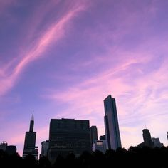 do you ever wonder how people can get such good photos of the sky but when you try to take good ones they turn out shitty? Pretty Sky, Beautiful Sunset, Lilac Sky, Pink Purple, Look At The Sky, Sky Aesthetic, Sky High, Sunrise, Scenery