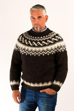 The design of the heavyweight Traditional pullover is inspired by the classic Icelandic tradition of hand knitted wool sweaters.