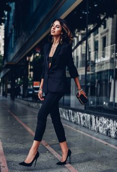 Look total black calça social blazer Fashion Blogger Style, Fashion Mode, Look Fashion, Net Fashion, Feminine Fashion, Luxury Fashion, Trendy Fashion, Milan Fashion, Affordable Fashion