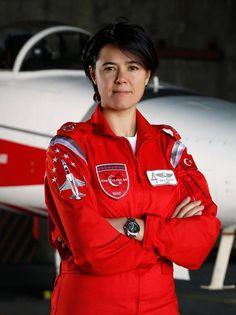 Bir kız Türk savaş pilotu Esra Özatay.