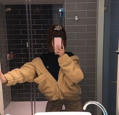 super fluffy camel brown jacket with faux fur coat for womens oversized fur jacket winter coats fashionable teddy coat street style Look Fashion, Winter Fashion, Fashion Outfits, Inspiration Mode, Grunge Style, Tumblr Girls, Aesthetic Clothes, Winter Outfits, Streetwear