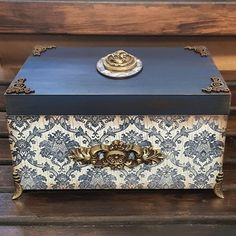 Decoupage Vintage, Decoupage Box, Painted Wooden Boxes, Painted Jewelry Boxes, Diwali Gift Hampers, Altered Cigar Boxes, Jewelry Box Makeover, Diy Storage Boxes, Decoupage Furniture