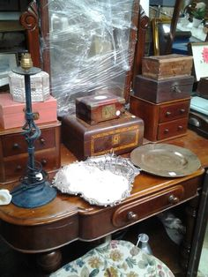VICTORIAN dressing table U CANNOT PAINT THIS!!