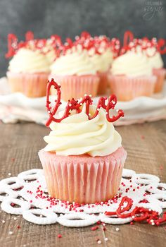 Strawberry Cupcakes with Cream Cheese: Tasty & Pretty Too! Strawberry Cupcakes with Cream Cheese Frosting – the love toppers make them the perfect treat for Valentine's Day! Cupcake Cream, Cupcakes With Cream Cheese Frosting, Rose Cupcake, Buttercream Frosting, Valentine Day Cupcakes, Valentines Day Desserts, Heart Cupcakes, Valentine Treats, Pink Velvet Cupcakes