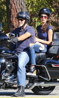 Amal Clooney Style Riding a Motorcycle with George Clooney August 2016 Amal Clooney, George Clooney, Celebrity Couples, Celebrity Style, Style Finder, Stylish Girl Pic, Hollywood Glamour, Summer Looks, Leather And Lace