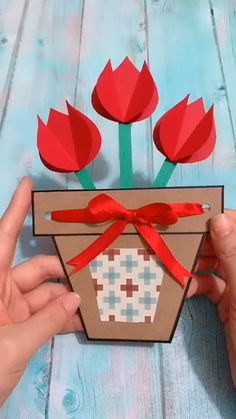 Flower Crafts for Kids to Make! These simple flower crafts are cute and easy! - Kreative in Life Flower Pot Crafts, Paper Flowers Craft, Paper Crafts Origami, Flower Paper, Diy Paper, Origami Art, Paper Cards, Decoupage Paper, Diy Mother's Day Crafts