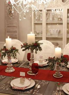 Seven Gorgeous Christmas Tablescape Ideas - dekoration Christmas Table Centerpieces, Christmas Table Settings, Christmas Tablescapes, Xmas Decorations, Holiday Tablescape, Centerpiece Ideas, Christmas Candles, Christmas Place Setting, Diy Centrepieces